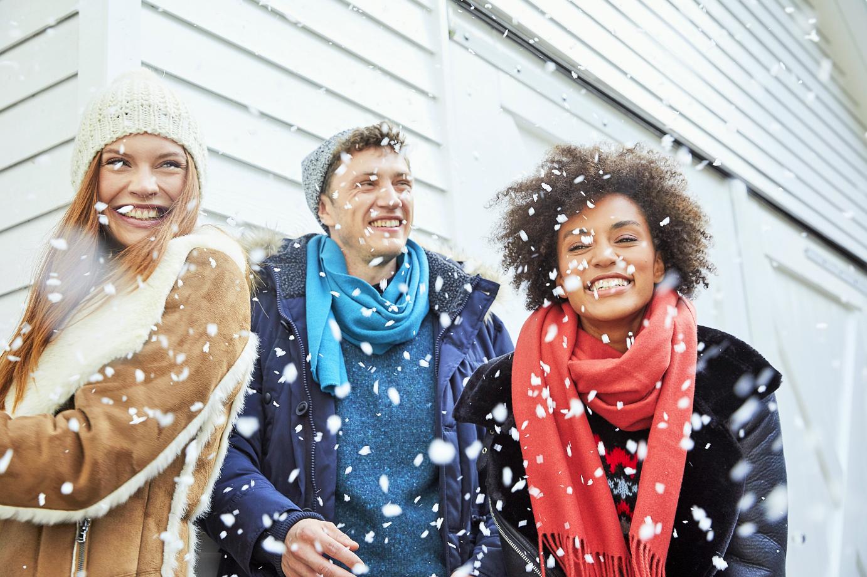 pret in de sneeuw, natuurlijk met comfortabele kleding
