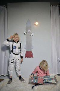 Astronauten naast meetlint