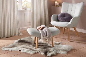Leeshoek met fauteuil, kleedje en kussens