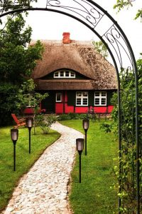 Huis met tuin en pad