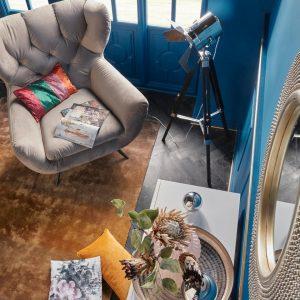 Kleurrijke leeshoek met fauteuil
