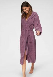 Warme badjas voor de nieuwjaarsduik