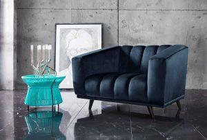 Blauwe fauteuil met turquoise bijzettafel