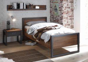 Bed in industriële slaapkamer