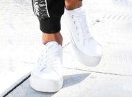 Hoe draag je witte sneakers?