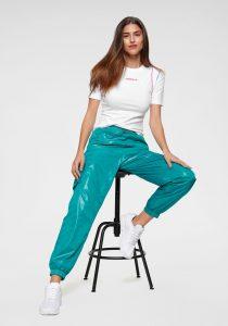 modetrend met groen leren broek