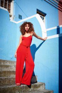 Modetrends: Knal rood jumpsuit