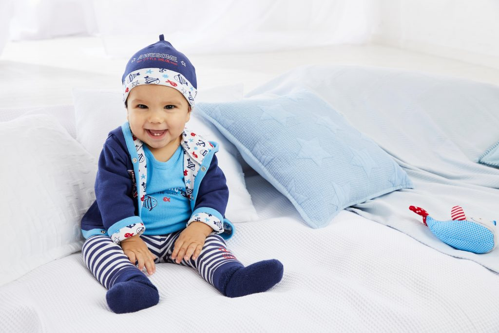 Baby in het blauw voor baby uitzetlijst