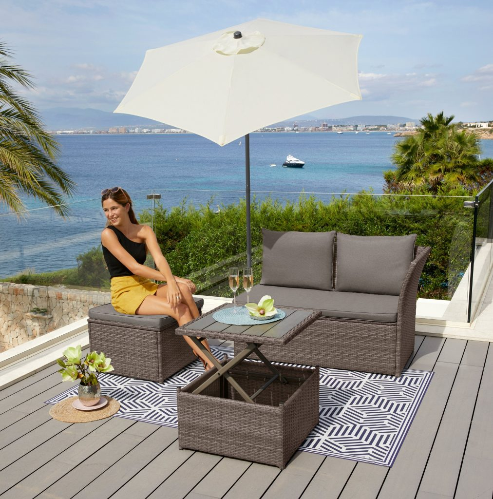 Tuin op balkon met lounge set