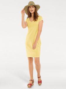 Gele shirtjurk met strohoed