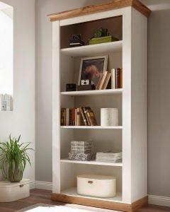 Witte houten boekenkast