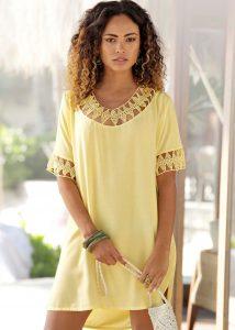 Strand outfits: gele tuniek